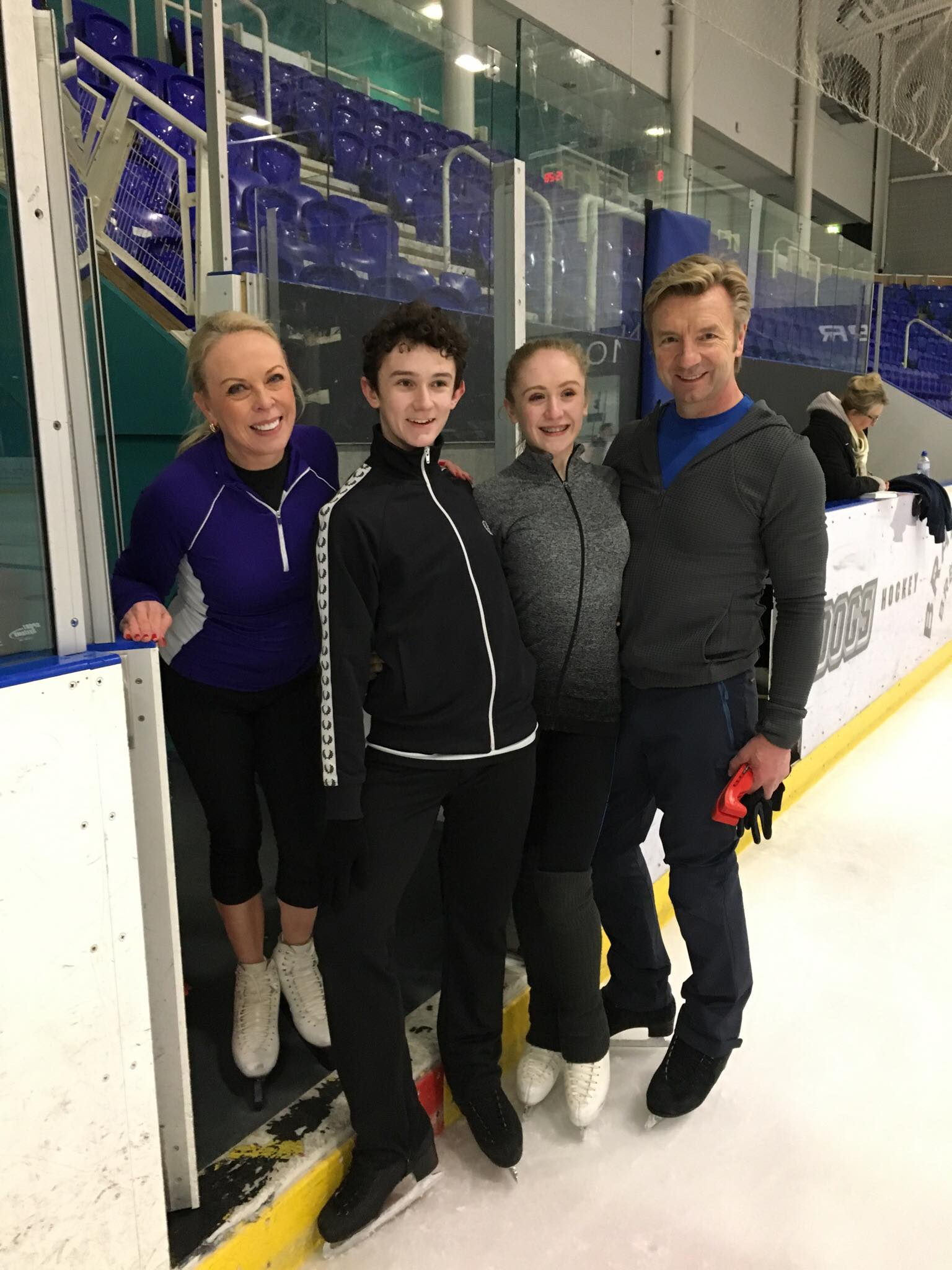 RT @wilsonglenn6661: Time out of training for a snap with Torvill and Dean @torvillanddean https://t.co/HTK6YcYvsm