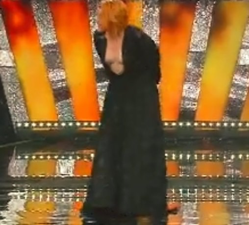 Quando si dice fascia pro-tetta  #Sanremo2018  https://t.co/J9sc4SjsIR https://t.co/atCRvOdf1r