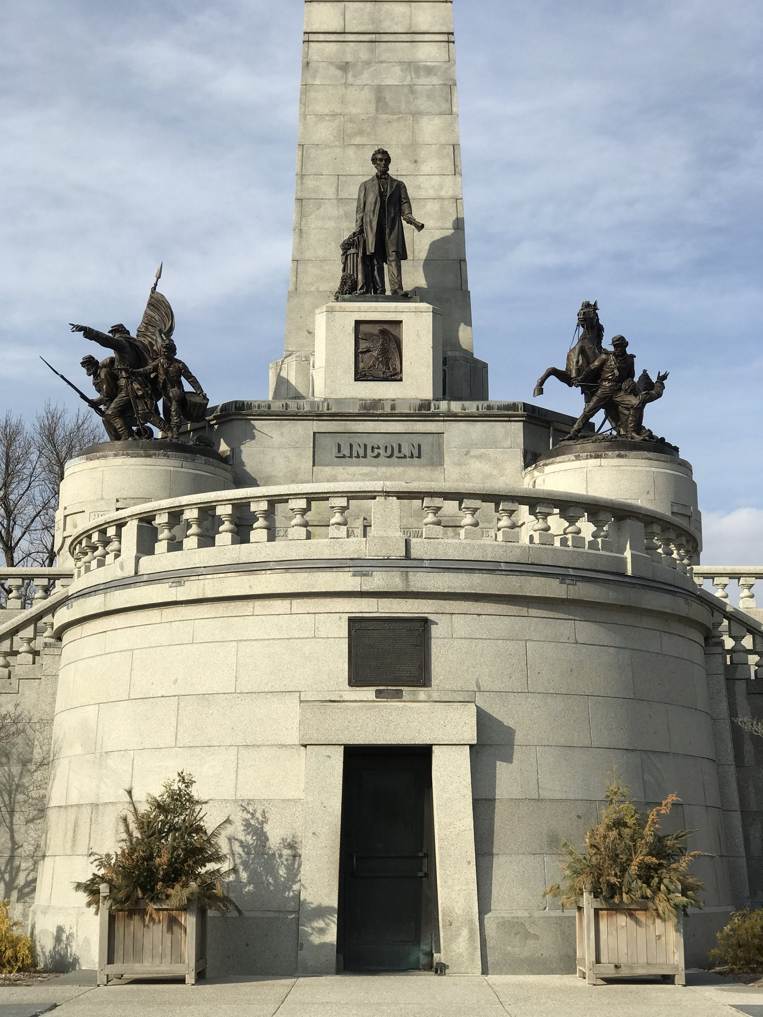 View of the Lincoln Tomb in Springfield, Illinois. https://t.co/EhM1mkOh3c