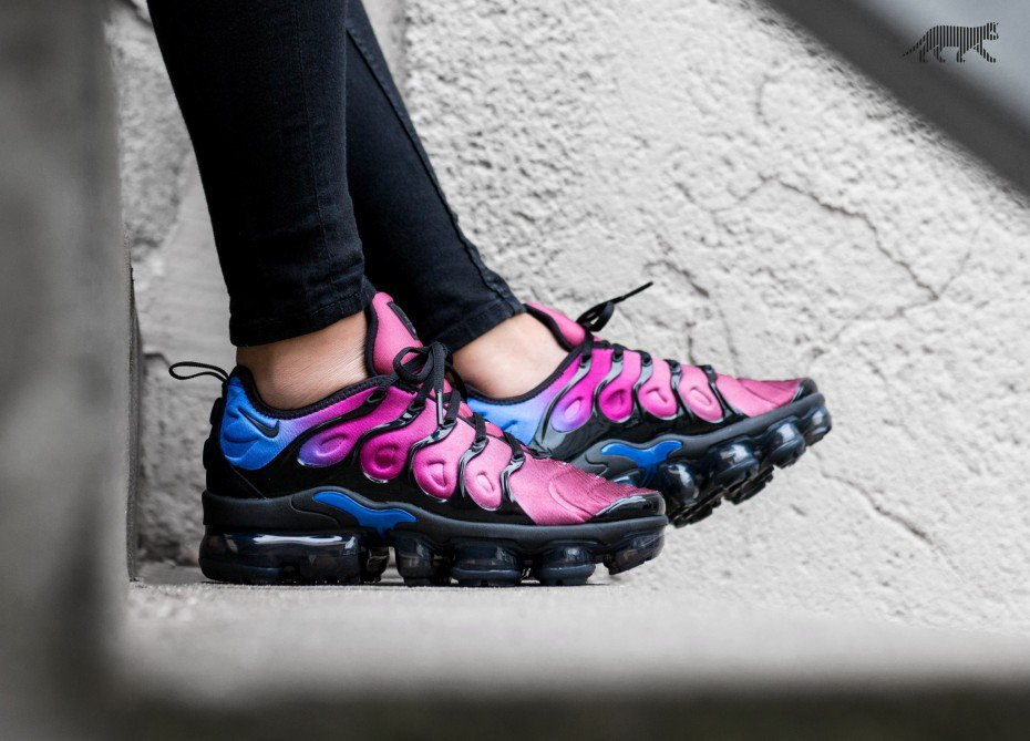 ea0a01883aa05e ... promo code new nike wmns air vapormax plus available this morning  tropical sunsetmrsnk 2eqeiz1 hyper violetmrsnk ...