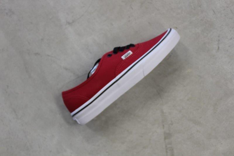 b06840fb3e2  vans  shoes  sneakers  shop  classic  surf  skate  sk8  cool  boys  cute   instashoes  footwear  fresh  mens  women  black  white  size  night  surf   Cali ...