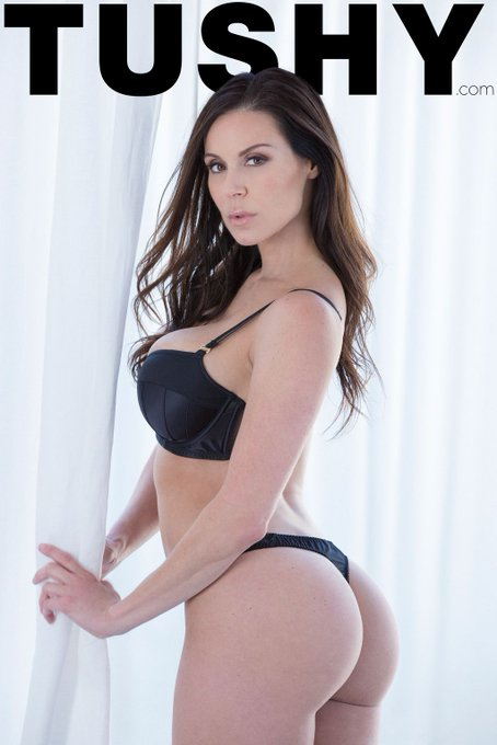 Our favorite #ThrowbackThursday moments are when they involve @KendraLust! 🖤 RT to agree! https://t.