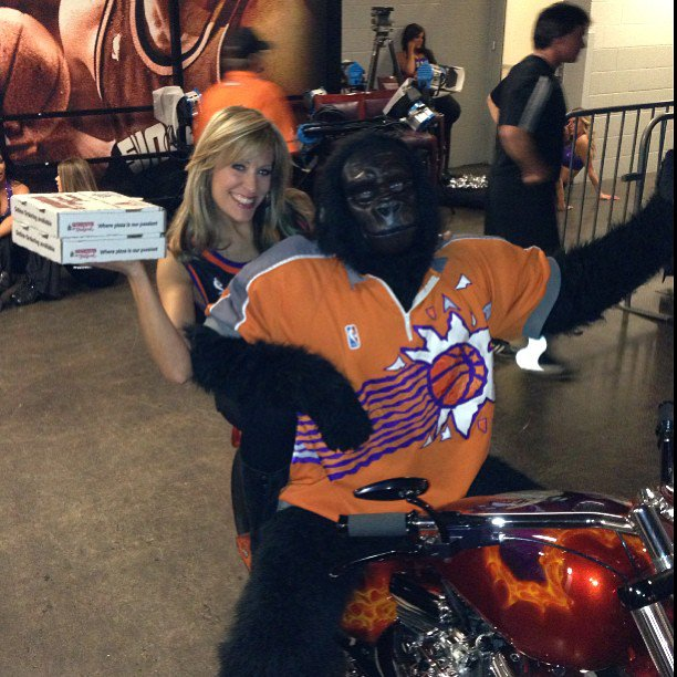 Happy #NationalPizzaDay  who wants @LilianGarcia to deliver your Pizza??? #WaybackFriday #PizzaLovers<br>http://pic.twitter.com/38kUReELvL