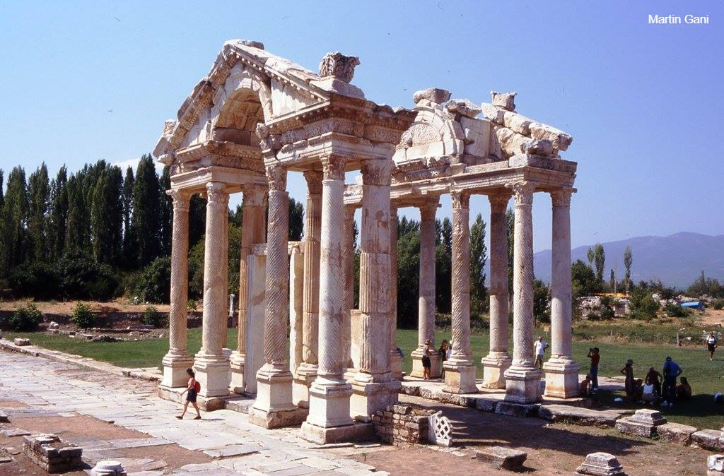 roman greece Culture of greece - history, people, clothing, traditions, women, beliefs, food after the roman emperor constantine embraced the new religion.