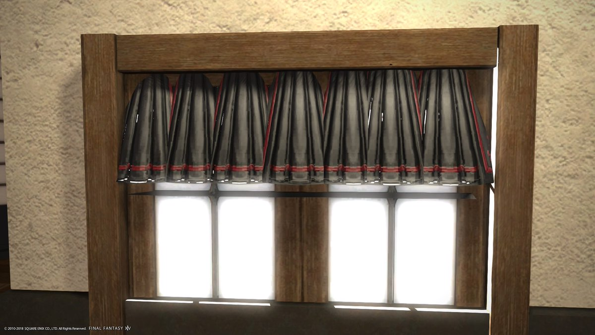 ドレスハンガーを見て、これは カーテンに使える!と思い試験的にカーテンを作ってみました。 布の部分も光を通す模様。 割りといい感じだとは思う!