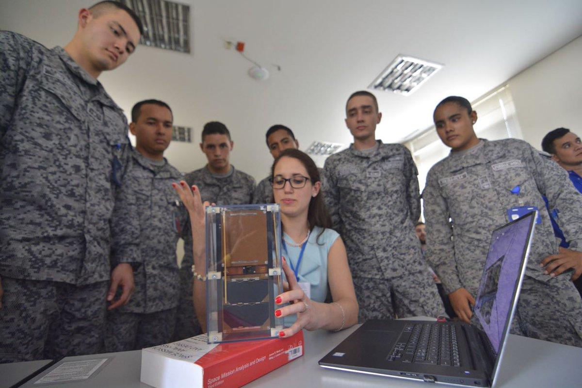 La Fuerza Aérea Colombiana se prepara para poner en órbita el primer satélite del Programa Espacial