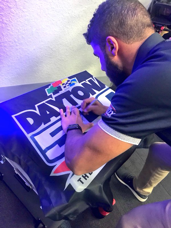 Now's your chance to win a #DAYTONA500 flag signed by @BubbaWallace!   RETWEET and we'll pick a random winner tomorrow at 11:00 am ET! #ROADTODAYTONA500