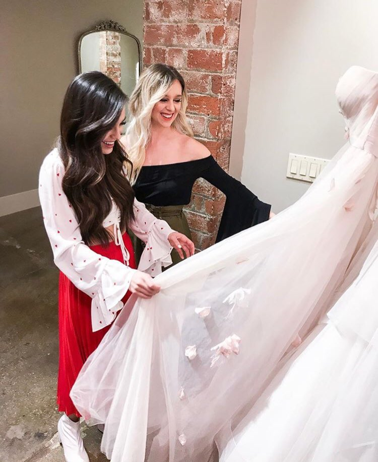 """Guess who said """"yes"""" to the dress today?!?! ❤️😍✨ https://t.co/rG0qShdvob"""