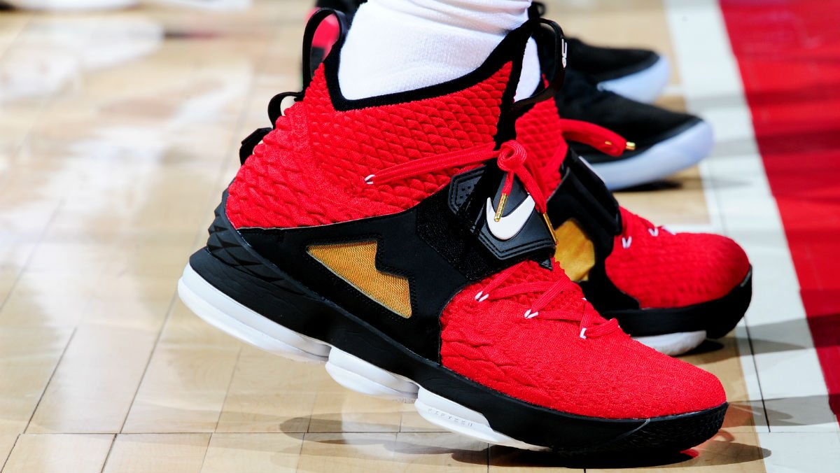 06626563309041 solewatch kingjames debuts the diamond turf nike lebron 15 in red