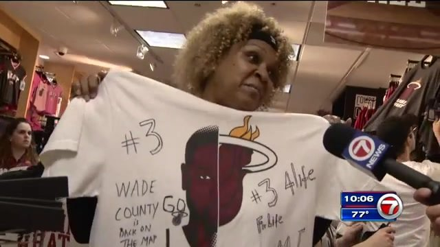 MiamiHEAT fans cheer @DwyaneWade's return to @AArena, pick up new  merchandise