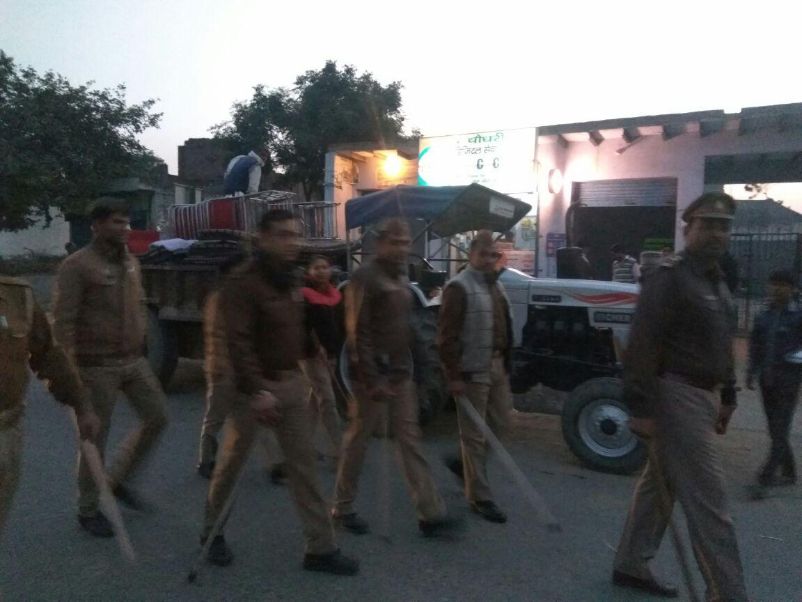 थाना जारचा गौतम बुद्ध नगर पुलिस चेकिंग और पैदल गस्त करते हुए so जारचा