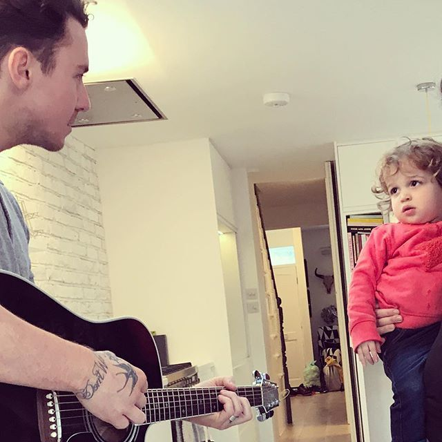 Uncle @dannyjonesofficial prepping Buddy for @thevoicekidsuk audition in a few years. https://t.co/N2mNgIlQzF https://t.co/yPE7oRAY32