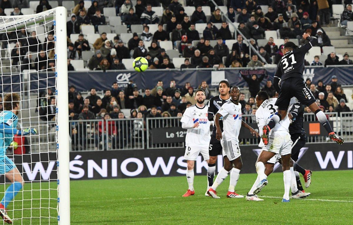 Лига 1. Скандальное поражение Ниццы, Монако снова на втором месте, третья подряд победа Пойета - изображение 1
