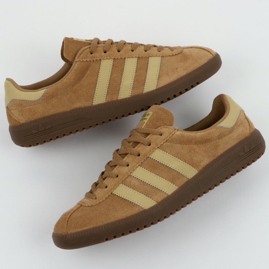 82fa2a2e818 Shop here  http   ow.ly b8g430ij90k  adidas  3stripes  adidasoriginals   trainers  retropic.twitter.com BEPIQg2IuY