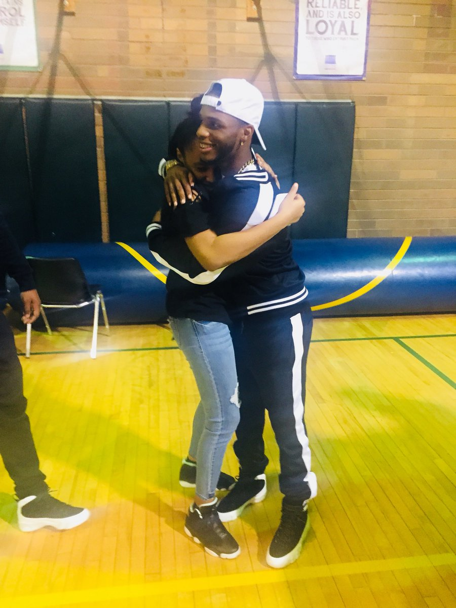 I've been wanting to meet them forever😩and it finally happened🤪 i was so happy😘😊 love yall😘 @TheRealAandT