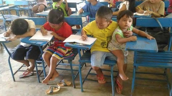 Have to look after your little bro but dont want to miss your classes? Let this grade 1 student show you how its done.  Ahh, the Filipino youth is worth fighting for.
