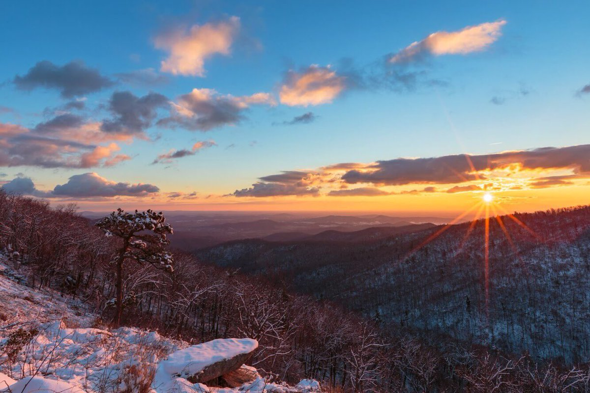 Check out this beautiful wintery scene of Hazel Mountain Overlook @ShenandoahNPS in #Virginia