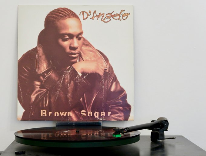 Happy birthday D\Angelo. Now spinning his mighty Brown Sugar LP