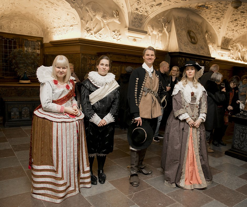 I lørdags deltog museet i Gardens of Light. På museet kunne gæsterne opleve en stemningsfuld aften med bl.a. musik, omvisning og historisk fortælling. Aftenen sluttede med fælles lysoptog til Barokhaven, hvor der var udsigt til slottet, der i aftenens anledning var oplyst indefra