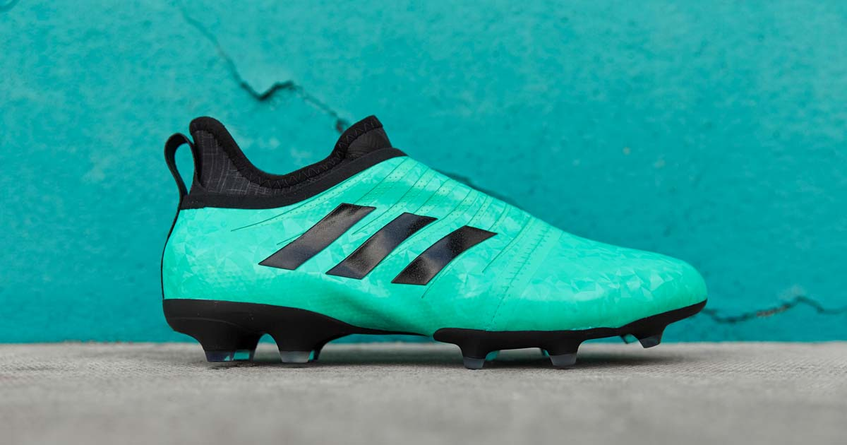 11374b4c5972 ... drop a duo of #Glitch18 Nocturnal Skins: https://www.soccerbible .com/performance/football-boots/2018/02/adidas-launch-duo-of-glitch-18- nocturnal-skins/ ...