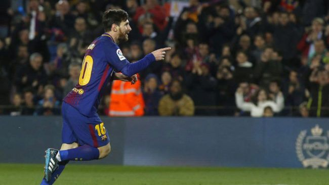 HALF-TIME: @FCBarcelona 4-1 @GironaFC  If you aren't watching this game, find a way to stick it on.  Lionel Messi is producing a performance that will go down in the history books.  He's sparked Barcelona to life after going behind early on.  LIVE BLOG: https://t.co/p2hmHVJVD8