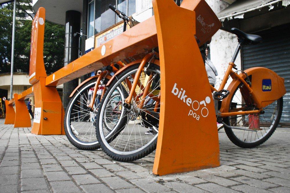 Estações do novo sistema de aluguel de bicicletas começam a ser instaladas em Porto Alegre https://t.co/7182U2i16p