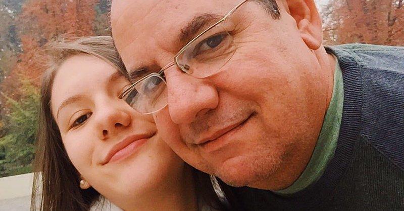 Pai entra na faculdade e manda selfie para filha 'Tô no recreio': https://t.co/AdVrbUmxLr