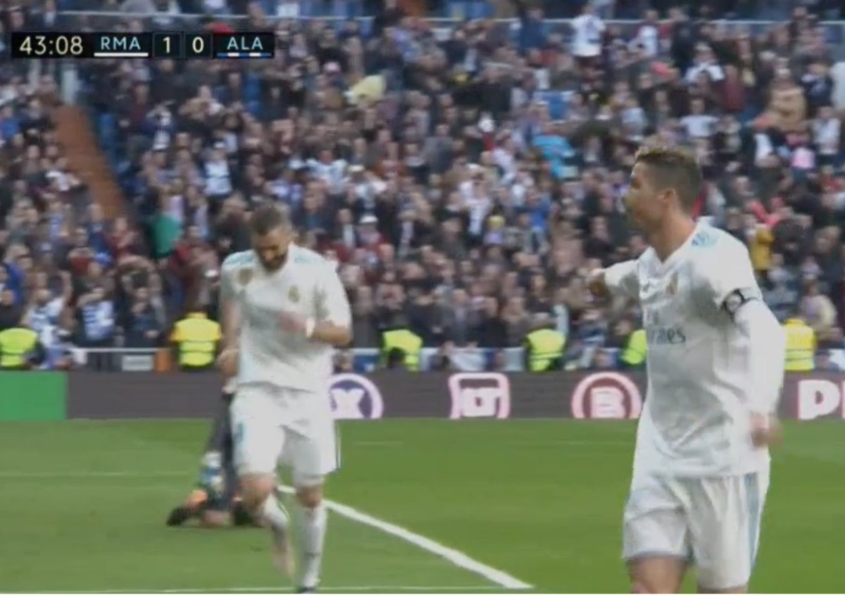 Ronaldo pointing at Benzema so the fans...