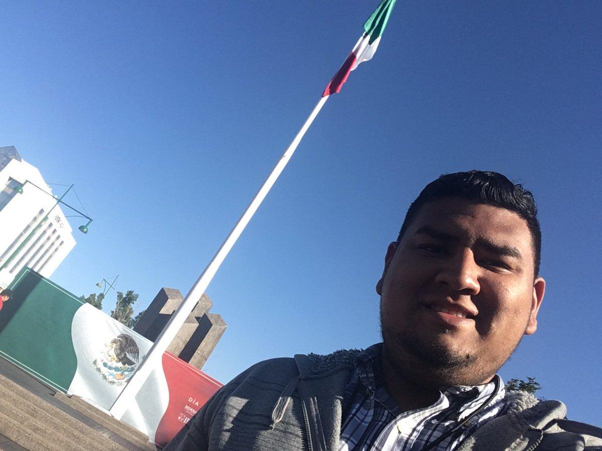 24 de Febrero día de la bandera, el símbolo que nos representa a  joven, adulto y adulto mayor.  Orgullo nacional. #VivaMéxico #VivaLaBandera
