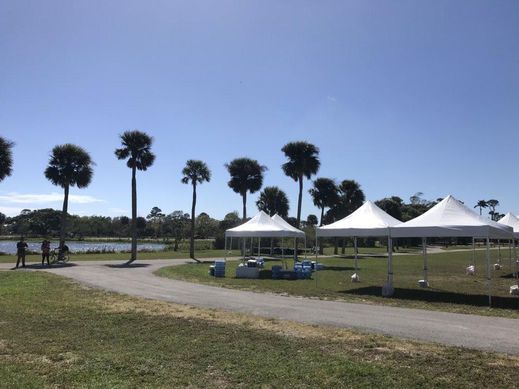 Getting set up! #fbc5k #lakeworth – at John Prince Park