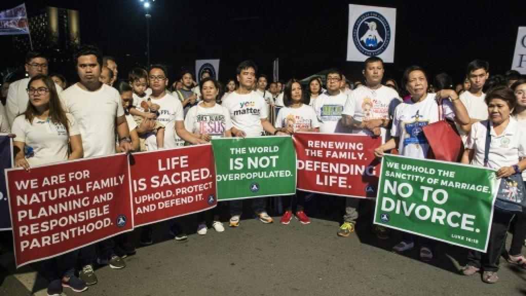 Philippine Catholics protest bill to legalise divorce https://t.co/AZCBklwWM8