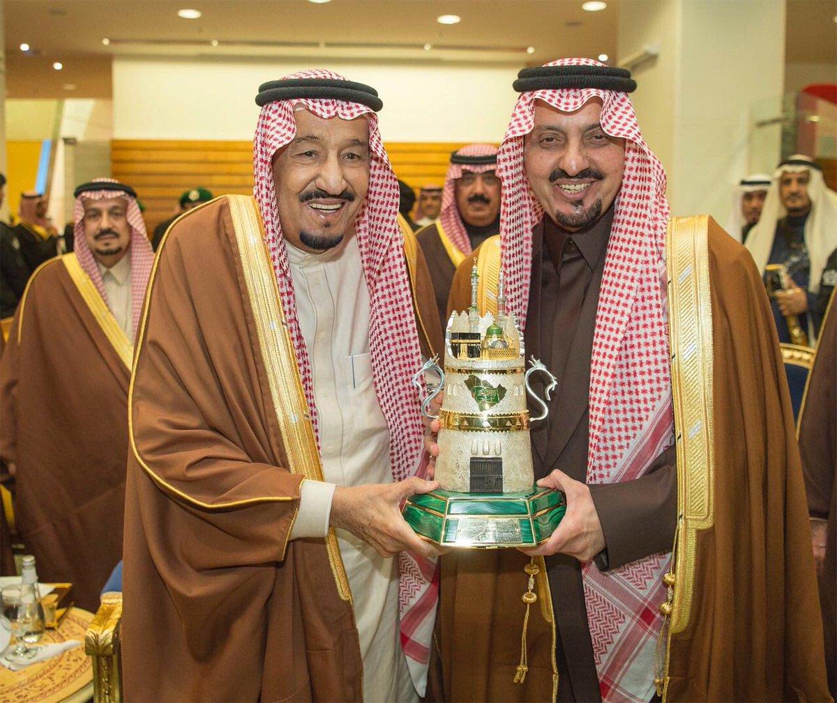 شُرفنا بتكريم @STC_KSA من يد سيدي #خادم_الحرمين_الشريفين #الملك_سلمان_بن_عبدالعزيز كراعي استراتيجي لـ #كأس_المؤسس للفروسية @KingSalman @FrusiyaClub