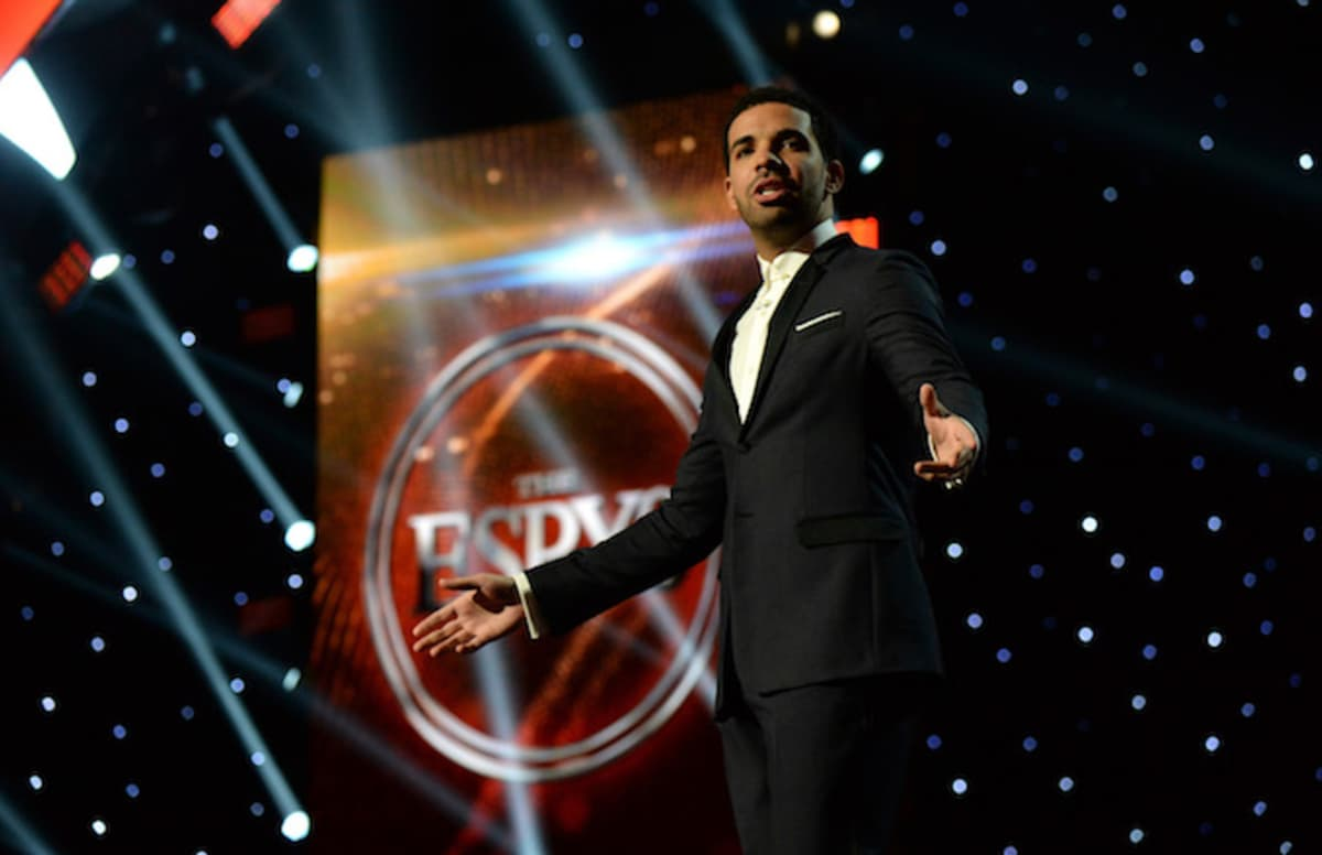 Drake and Lil Yachty say coach killed during Parkland school shooting deserves an ESPY. https://t.co/H82GWOafB1
