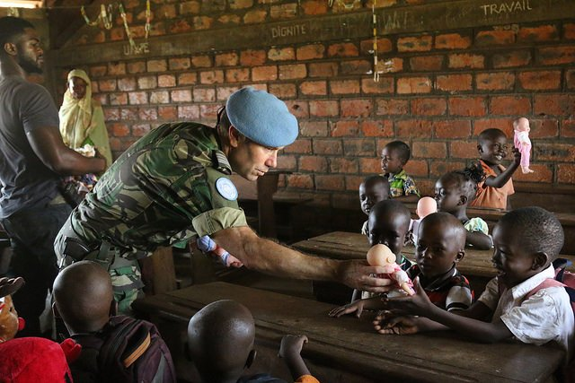 Spreading smiles...  @minusca peacekeepers from Portugal donate toys to children affected by conflict in the Central African Republic. More 📸 here: https://t.co/Cs9kSrB9nv