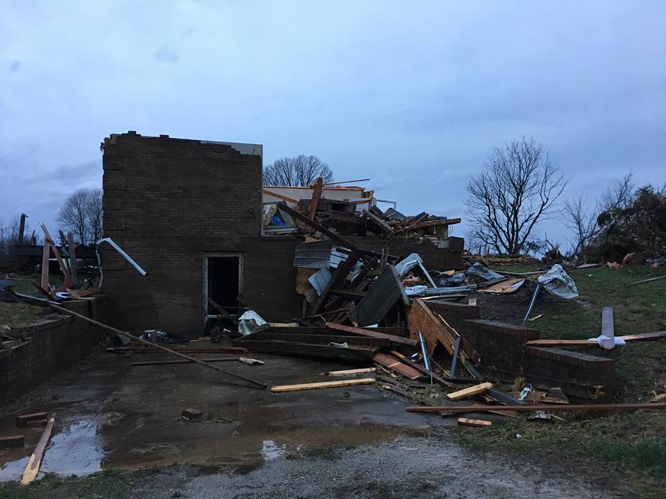The first #tornado related deaths in the US since May 16th, 2017 tonight in Logan County, Kentucky. 283 days since the last #tornadodeathdeath, a record. Photo from News Democrat & Leader.