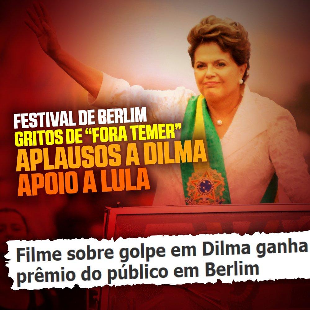 O documentário 'O Processo' foi aplaudido de pé no Festival Internacional de Cinema de Berlim, na Alemanha.  Sessão foi marcada também por gritos de 'Fora Temer'.  Do lado de fora, manifestantes faziam ato de apoio a Lula. Saiba mais 👉👉https://t.co/u5w6jgE3sY