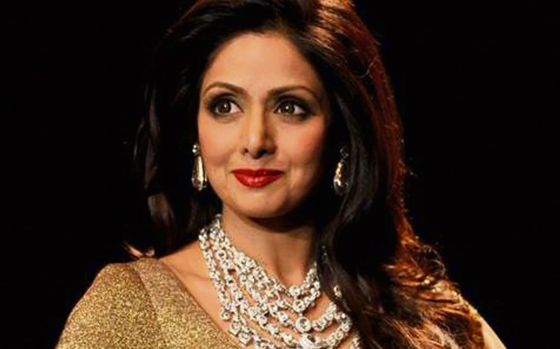 Legendary Bollywood actress #Sridevi passes away #RIP   DETAILS: https://t.co/JGWbDB1XDx