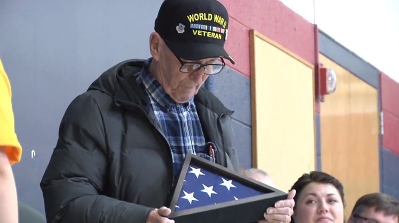 Elementary School Students Surprise 95-Year-Old WWII Veteran Who Lost Home to Fire https://t.co/2iAiv3d8Zp