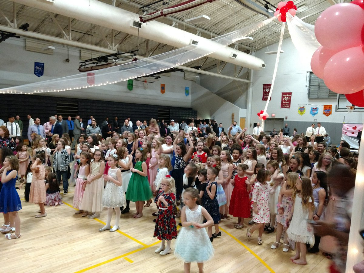 Oh what a night at the River Ridge Elementary #FatherDaughterDance @PTORiverRidge and @rreallprodad  thank EVERYONE for attending! #Fatherhood https://t.co/O5GeOBjHKP