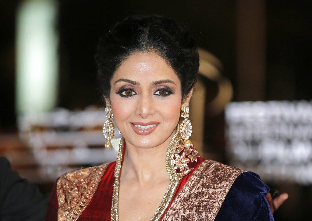 È morta l'attrice che fu regina di #Bollywood : #Sridevi colpita da un infarto a 54 anni https://t.co/ENihh1kuf5