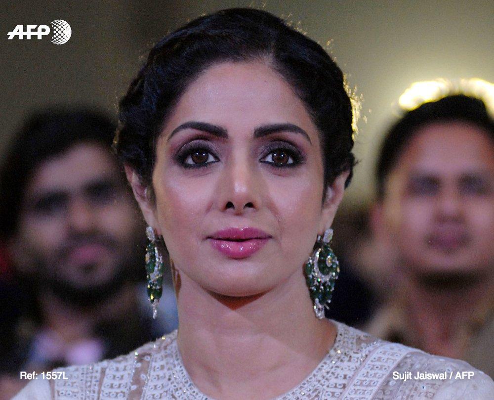 La star de Bollywood Sridevi Kapoor, considérée comme une des plus grandes actrices du cinéma indien, est décédée à Dubaï des suites d'une attaque cardiaque https://t.co/1z95wKsrwf #AFP