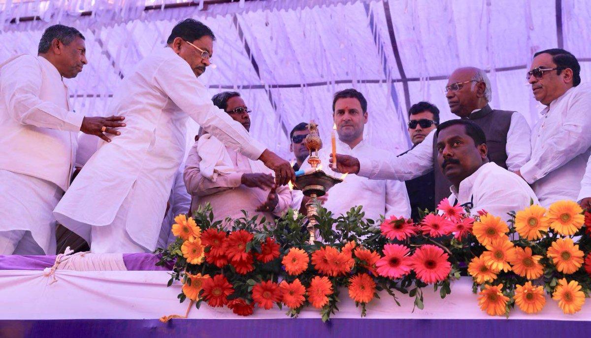 Congress President Rahul Gandhi addresses a gathering at Mulawad, Vijayapura. #JanaAashirwadaYatre #NavaKarnatakaNirmana