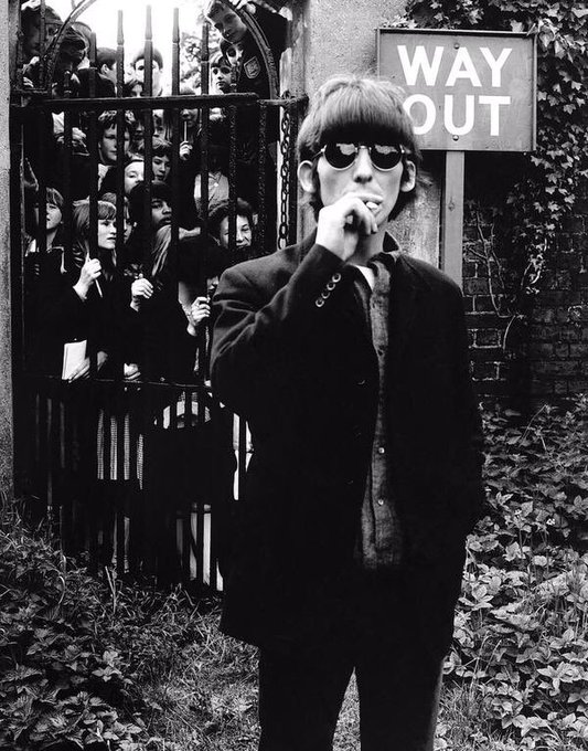 ""\""""The Beatles saved the world from boredom"""" George Harrison 1943-2001. Happy 75th birthday George.""533|680|?|en|2|218b812af23cf7f0b026e84b0cd8b6c5|False|UNLIKELY|0.2901335060596466