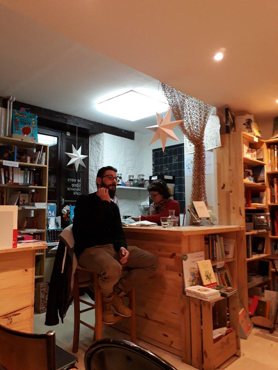 Rencontre avec @thomasvinau hier à la librairie Le vers livre de Clisson. Tu arrives impatiente du moment, tu repars impatiente du prochain roman. #boucle #icicava #lecampdesautres #etcaeterapic.twitter.com/pvFesjlxU9