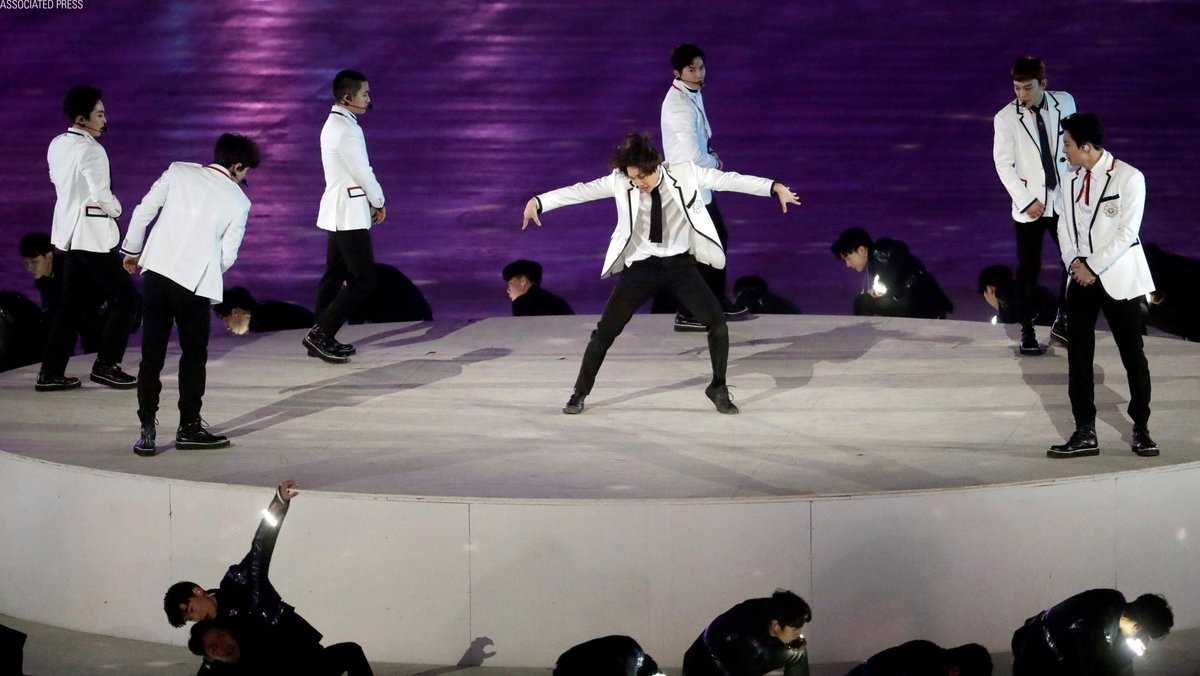 .@weareoneEXO performs during the closing ceremony of the 2018 Winter #Olympics in #PyeongChang2018, South Korea. #Olympics_EXO_EXO