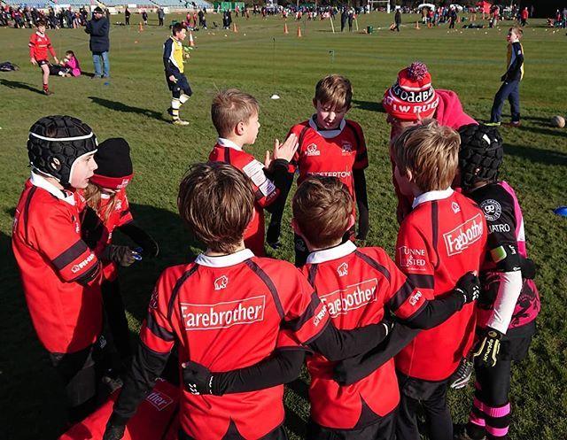 Team talk before the first match @lwminis #coyw #rugbyfamily https://t.co/dHsRAHoWDB https://t.co/3NFfhQQIuN