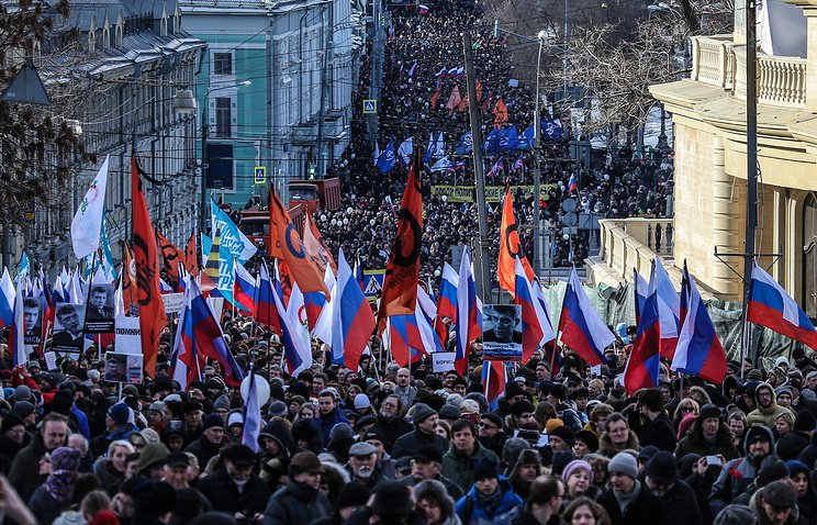 В Москве начался марш памяти Бориса Немцова https://t.co/5CSQjLKK7Q