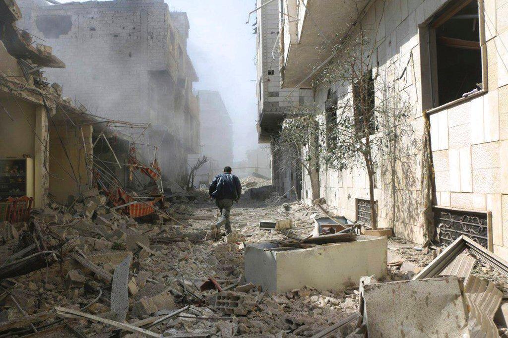 #Siria, l'appello del Papa: guerra disumana, stop alla violenza, aiutare le vittime. Macron e Merkel da Putin per discutere su tregua e road map per la pace→ https://t.co/1awzTCUIbB
