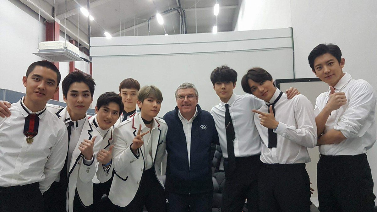 Hello from backstage with the IOC President Thomas Bach!  #EXO  @weareoneEXO  #엑소 #EXO #ClosingCeremony
