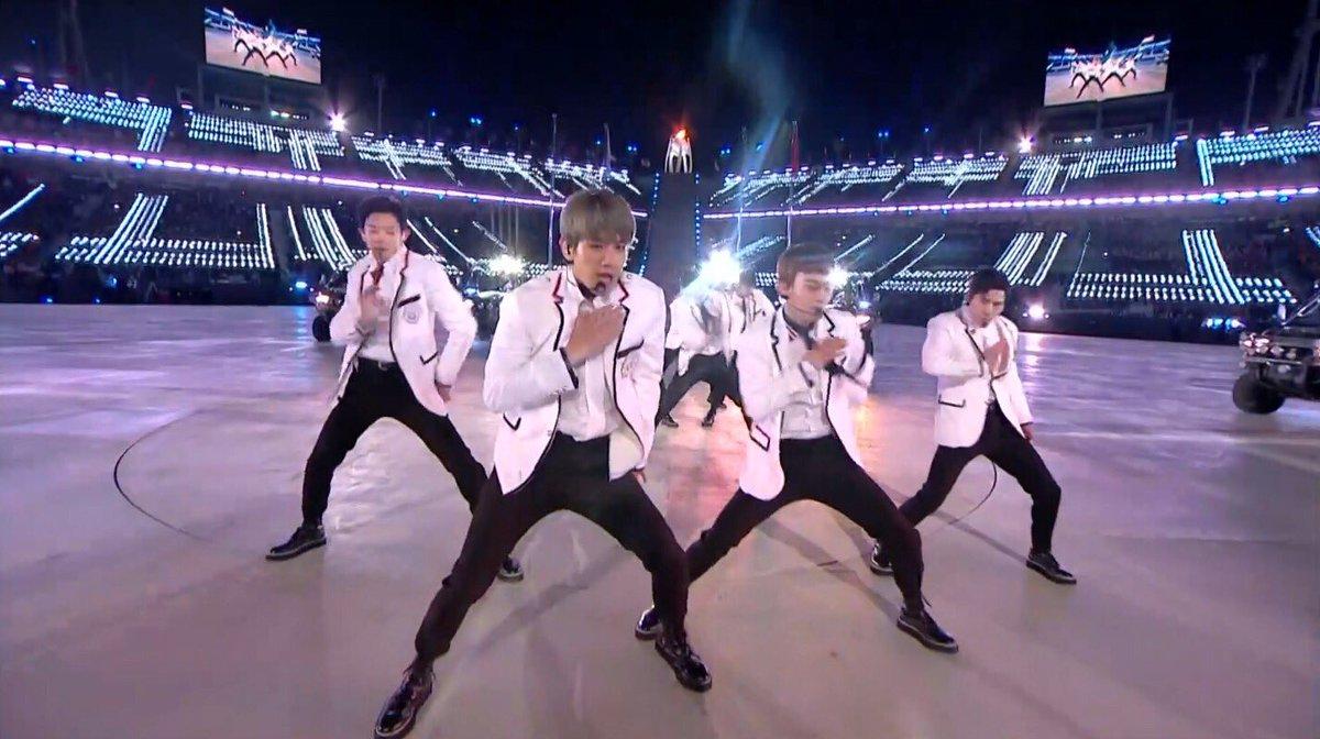 #EXO at the #PyeongChang2018 Closing Ceremony #Olympics_EXO | via @Olympics https://t.co/ndEpkoAA4V